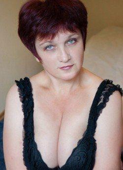 Сладкая девочка с приятной попкой и грудью желает познакомиться с мужчиной в